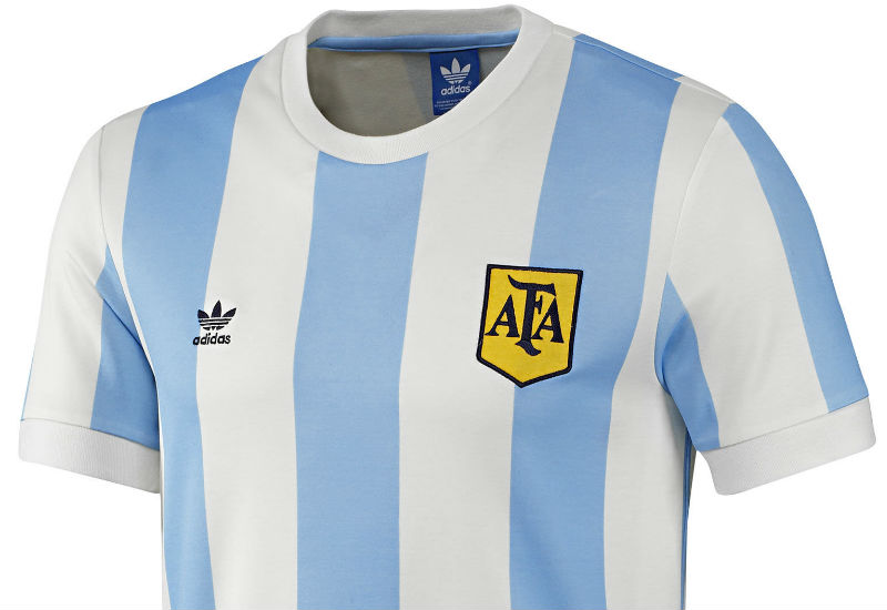 Commemorate Argentina's historic 1978 FIFA World Cup™ victory with this men's retro football jersey.