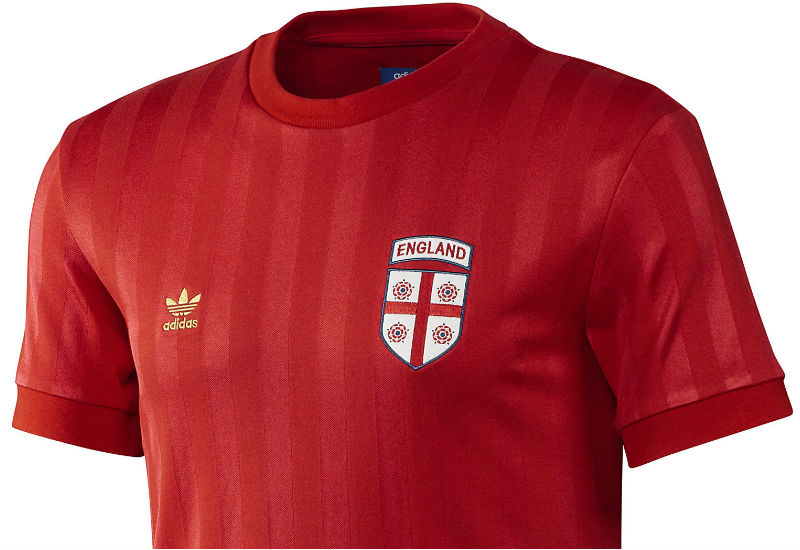 Score big with English football fans in the England Retro Jersey. This men's football shirt comes in classic crimson with two-tone stripes and an embroidered team badge.